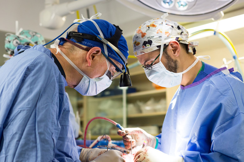 Dr-Mark-Shrime-chirurg-vrijwilliger-mercyships-ziekenhuisschip_05