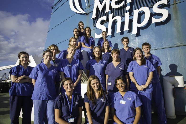 plastisch_chirurgie_team_vrijwilligers_mercyships_ziekenhuisschip_01