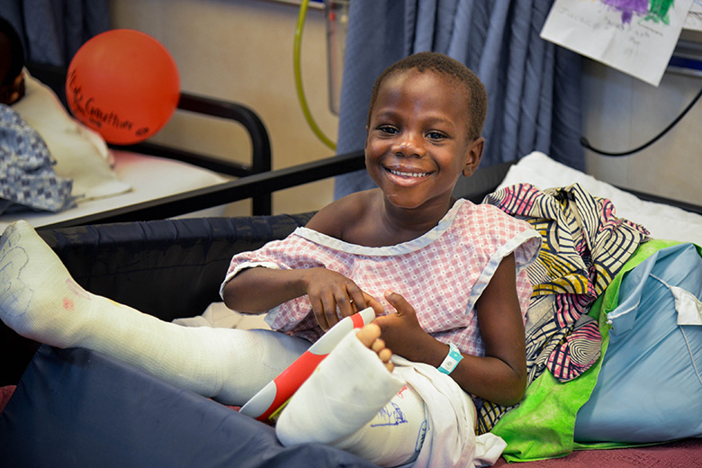 juvencia-patiëntje-uitzendschema-othopedie-Juvencia-x-benen-mercyships-benin-afrika
