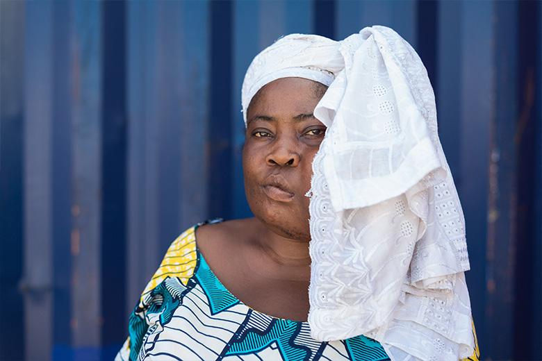 Sonia-lokale-verpleegkundige-benin-patient-mercyships-ziekenhuisschip-voor-foto