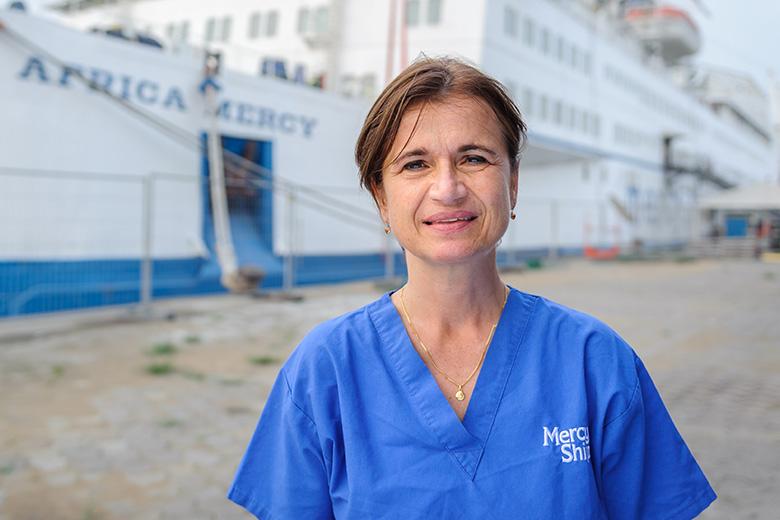 Oogarts-Dominique-Vrijwilligster-Africa-Mercy-Ziekenhuisschip-mercyships-04