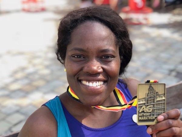 Julie loopt een marathon voor Mercy Ships